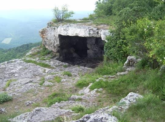 Вид на пещеру сбоку