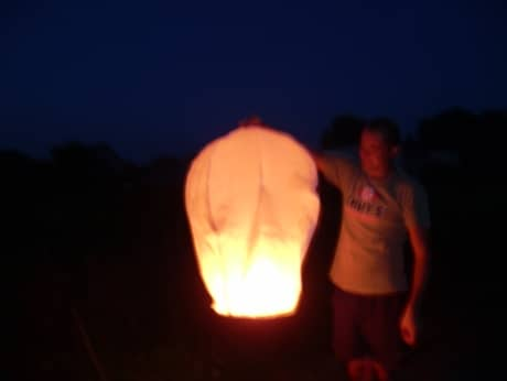 запускаем фонарь в небо